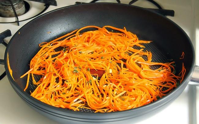 Тёплый морковный салат с тимьяном