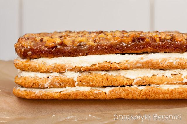 ciasto miodowe przekładane masą z kaszy manny