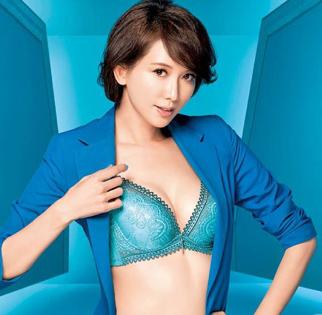 Lin Chi Ling Taiwan Sexy Model Bra Advertising