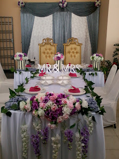 Jujucupcakes 10 tiers cupcakes tower main table setting and dais below by dua hati bridal junglespirit
