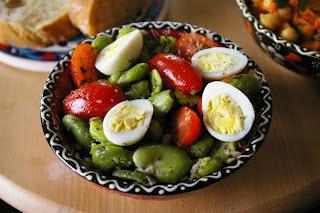 sałatka egipska, bób z pomidorami i jajkiem, bób miętowy