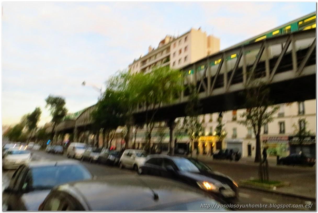 Calle de Paris con metro elevado