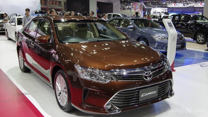 Xe Toyota Camry 2015 màu nâu
