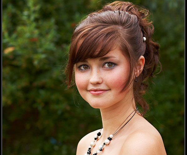 Hair style for round face girls