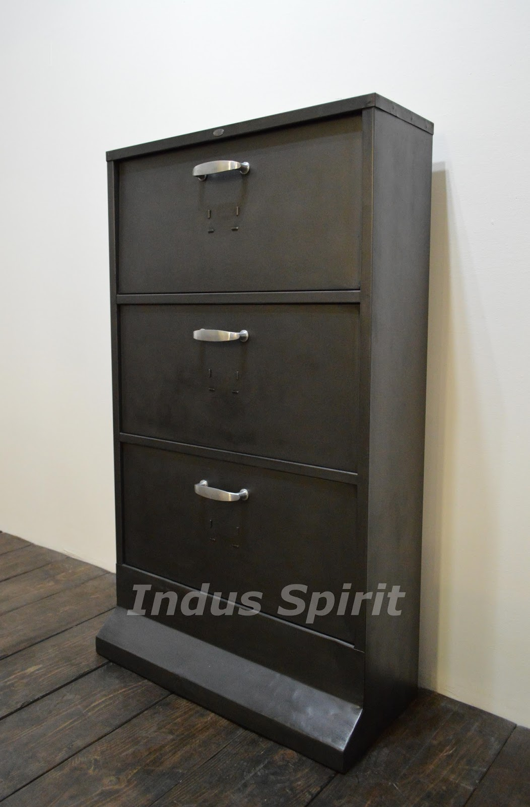 meubles chaussures style industriel. Black Bedroom Furniture Sets. Home Design Ideas