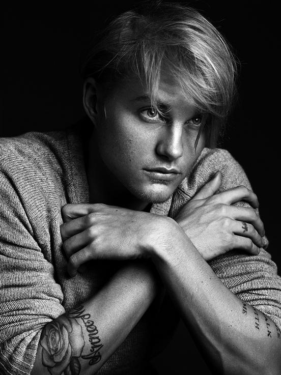 Toby Hemingway Foto