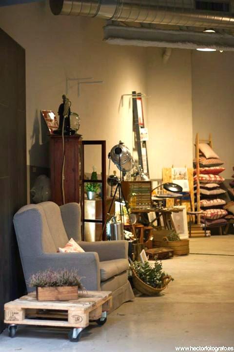 Singulares Inventory Room stand vintage