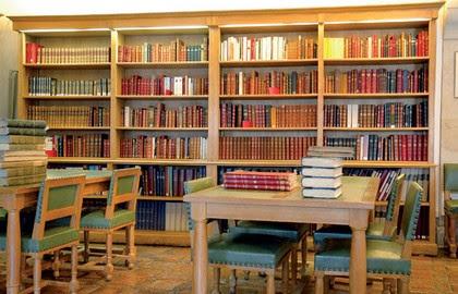 library of maison de balzac