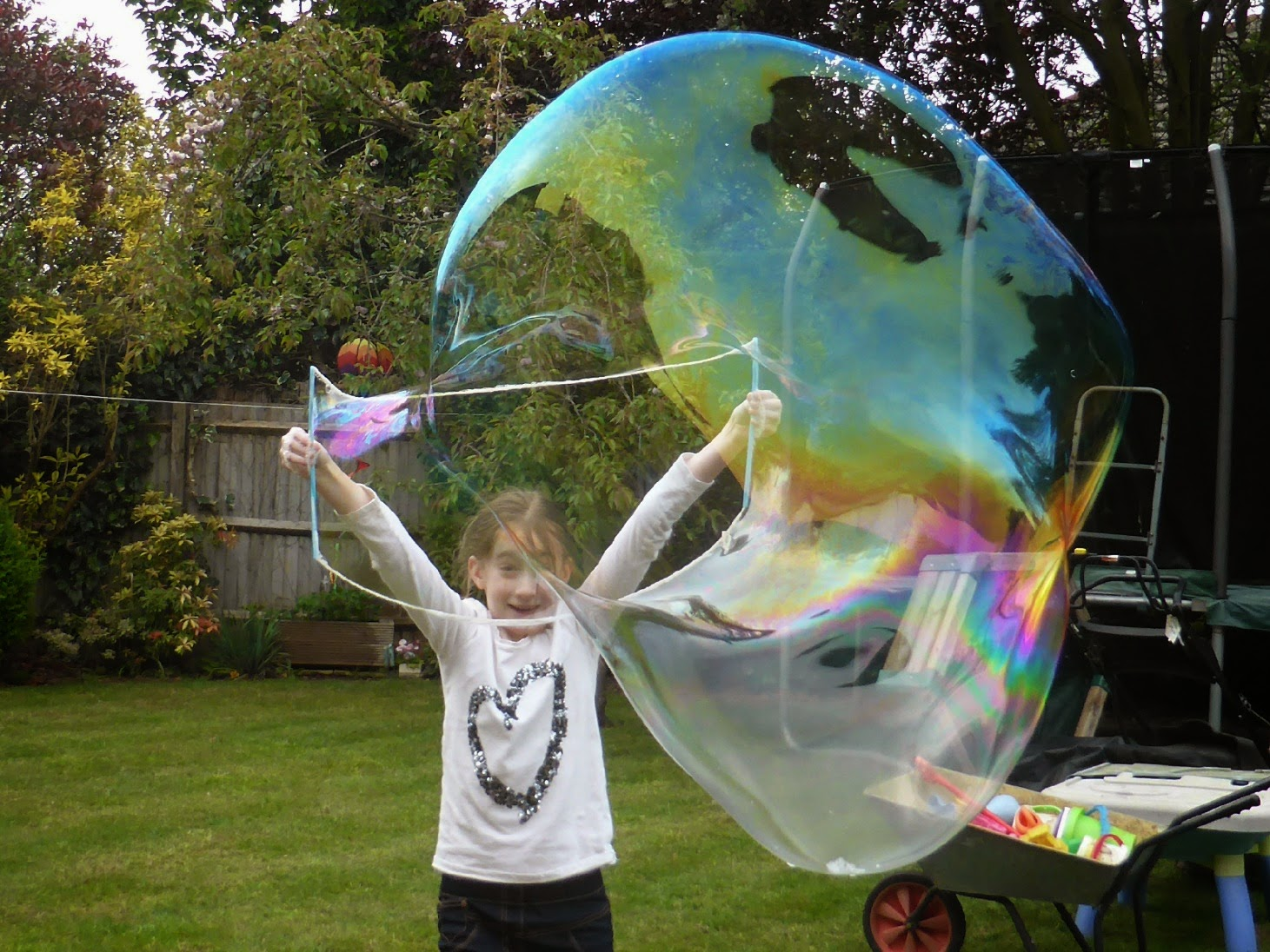 How to make your own huge, GIANT Bubbles!