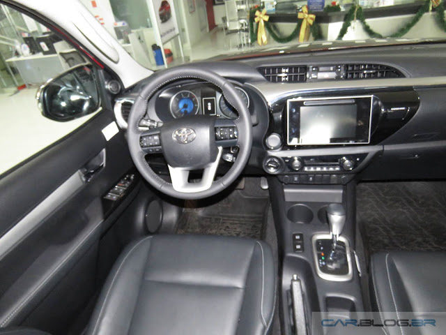 Toyota Hilux 2016 SRV - interior