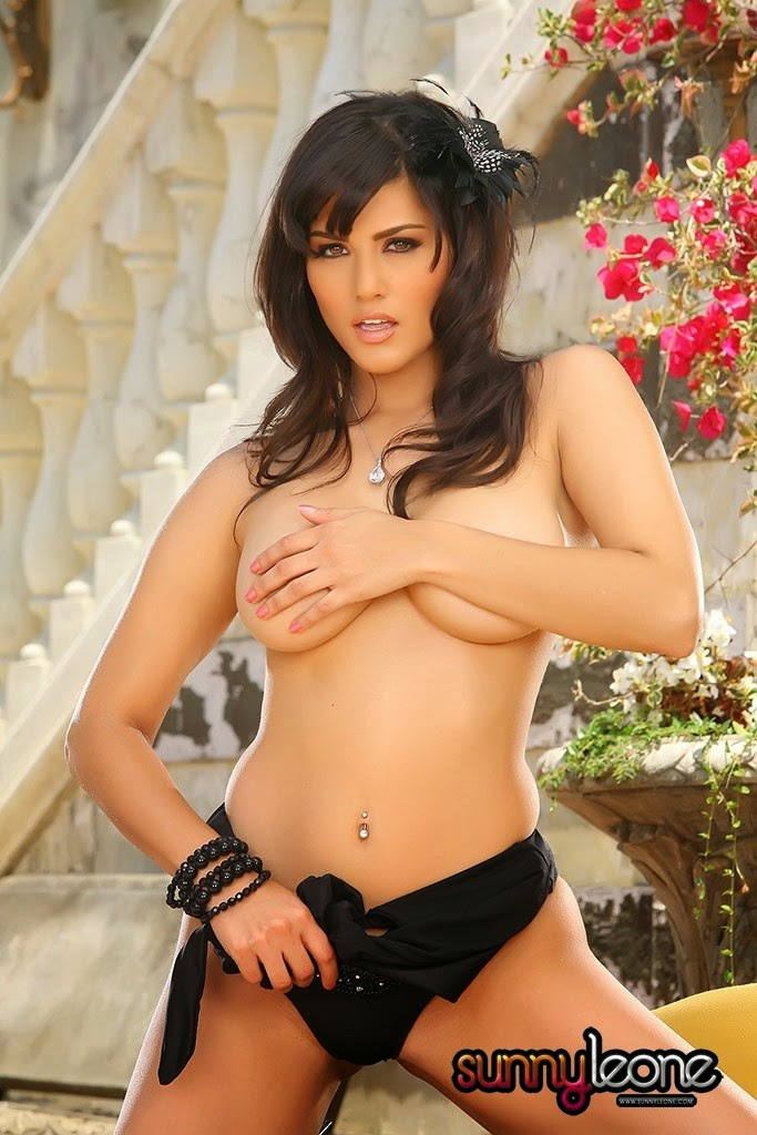 Sunny leone showing her black underwear no bra topless nude pics of sunny leone in splitsvilla