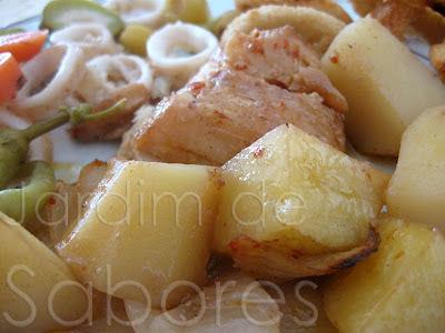 Bacalhau Assado com Batatas Assadas