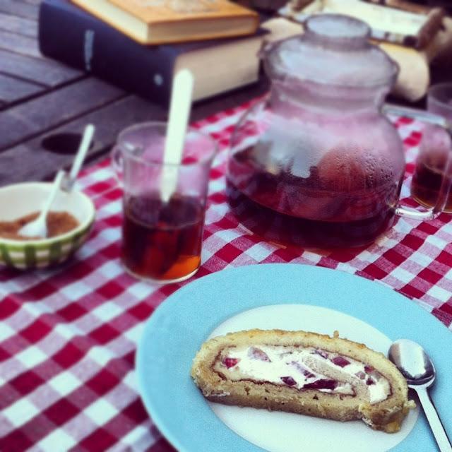 rollo Strawberries, Cream & Baileys Roll