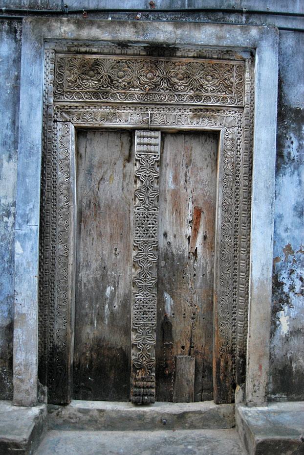 Institut d 39 estudis suf s zanz bar y sus puertas - Restaurar puertas antiguas ...