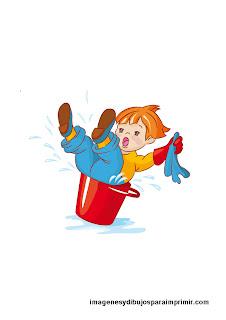 Niño ayudando a limpiar