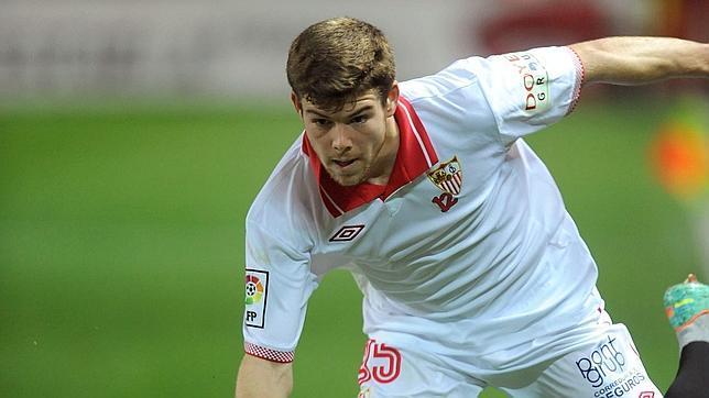 Liverpool agree 5 year €22m contract with Sevilla for full back Alberto Moreno [El Confidencial]