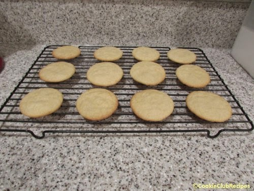 remove cookie to cooling rack