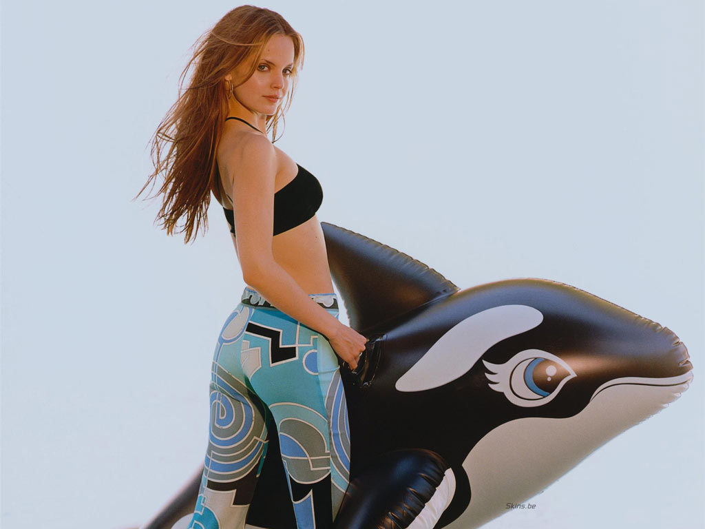 mena suvari hollywood hot - photo #16