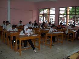 siswa saat ujian nasional