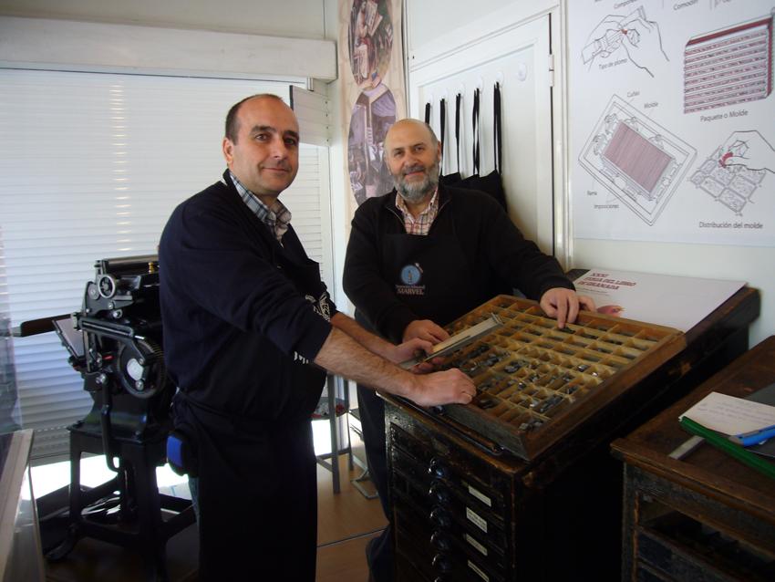 Manuel Benavides y Francisco de Paula en la Oficina Tipográfica