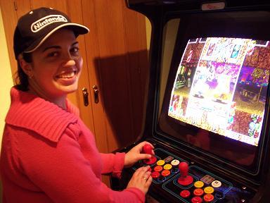 Mi mujer jugando al Super Puzzle Fighter II Turbo