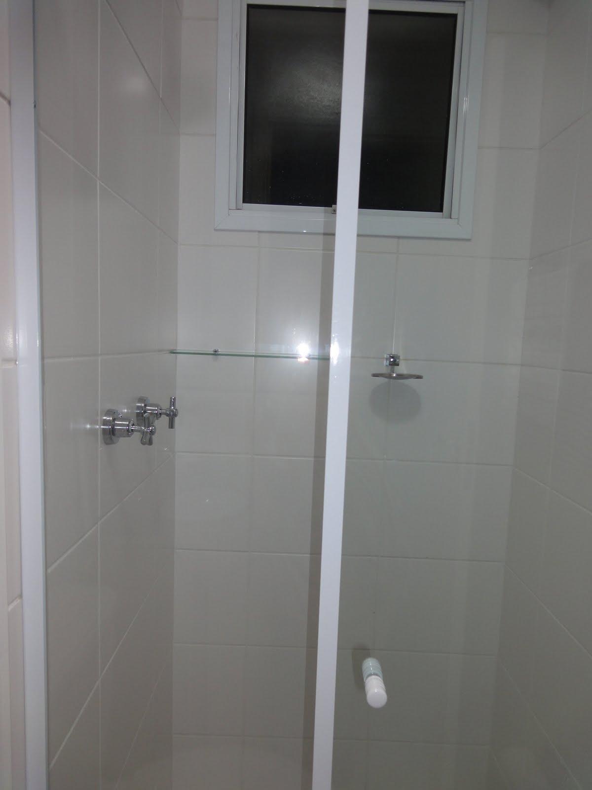 Banheiro social: é esse risquinho aí..clica que aumenta..rsss Tô  #5C616F 1200x1600 Acessórios Banheiro Rua Paes Leme