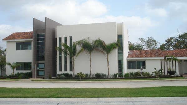 Fachadas mexicanas y estilo mexicano fachada de moderna for Casas modernas mexicanas