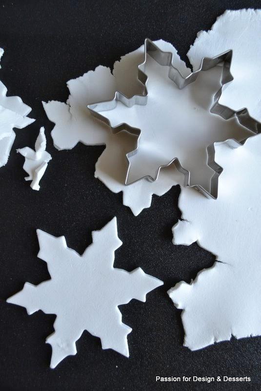 joulukoristeet piparkakkumuotilla