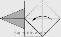 Bước 4: Gấp góc tờ giấy vào trong