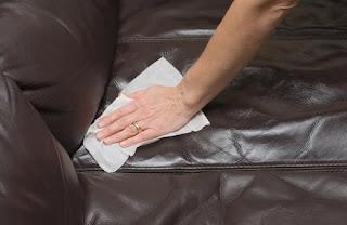 como limpar sofá de pele