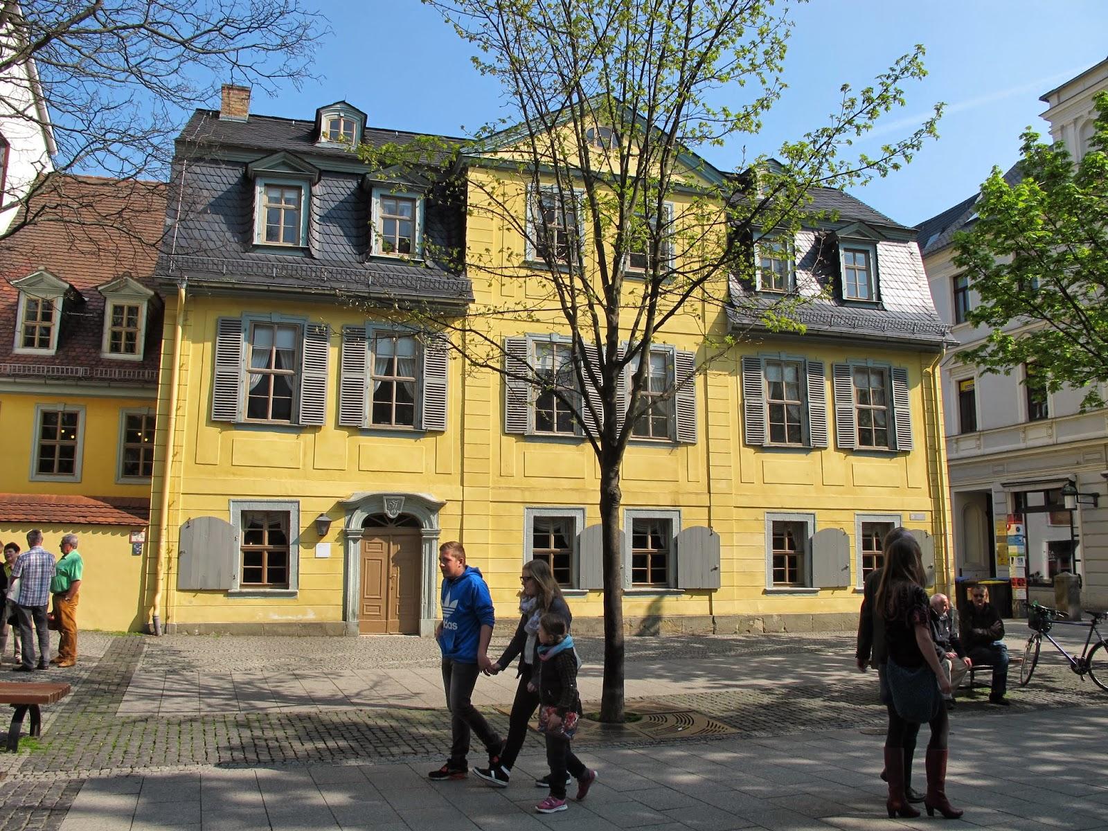 This was the living house of schiller for Bauhaus replica deutschland