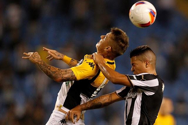 Apático, Botafogo faz seu pior jogo na Série B e quase perde no Nilton Santos