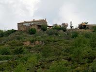 La casa del Borràs des de l'encreuament amb la Rasa del mateix nom