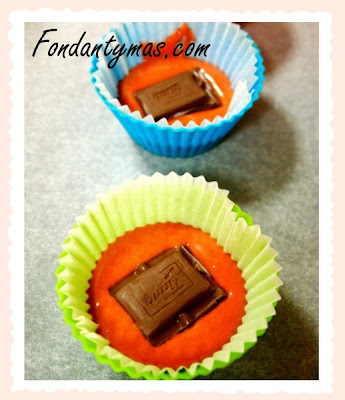 Cupcake de chocolate Tirma y fresa (proceso). Fondantymas.com