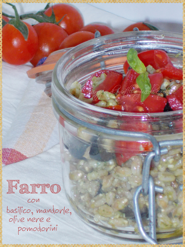 Farro con basilico, mandorle, olive nere e pomodorini