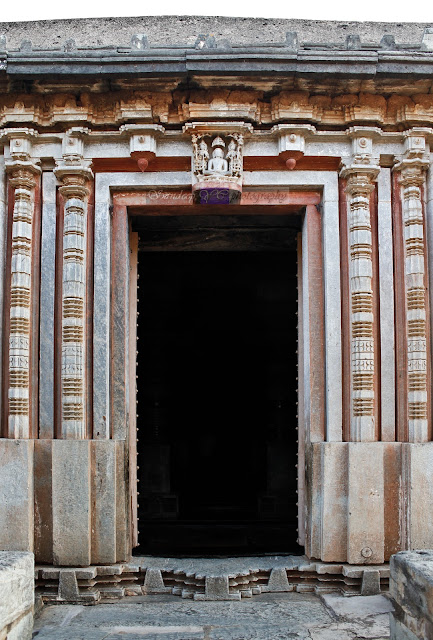 The doorjamb of the Parshvanatha temple