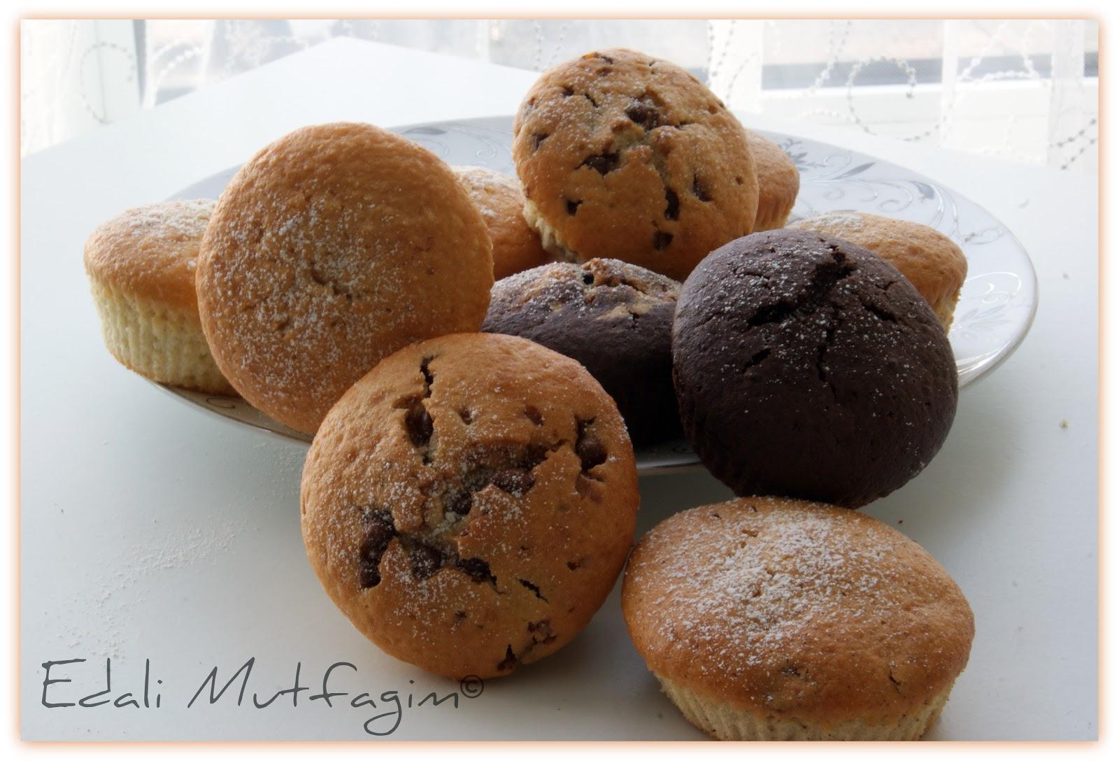 Bademli Minik Kek Tarifi