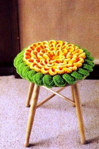 Almohadón para asiento con forma de flor tejido al crochet