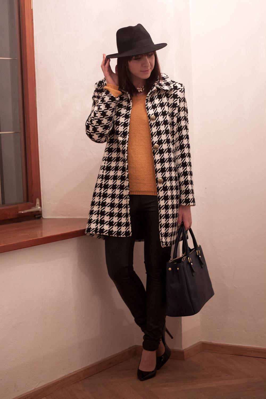 outfit-trend-fashionblogger-hahnentritt-mantel-kleiderkreisel-senfgelb-pullover-lederhose-pumps-buffalo-sarenza-tasche-ebay-superflybags-hut-lierys-hutshopping