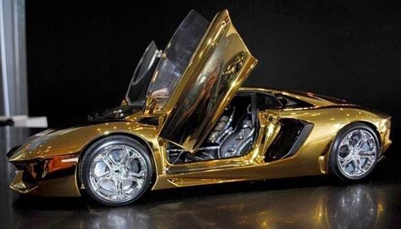 نموذج لسيارة لمبرجيني الذهب الخالص
