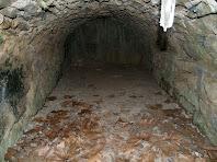Interior del carcabà del Molí de la Codina on es pot observar al fons el canal d'entrada de l'aigua