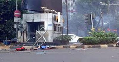 #PrayForJakarta | Pria Berkulit Hitam Diduga Sebagai Pelaku Bom dan Penembakan