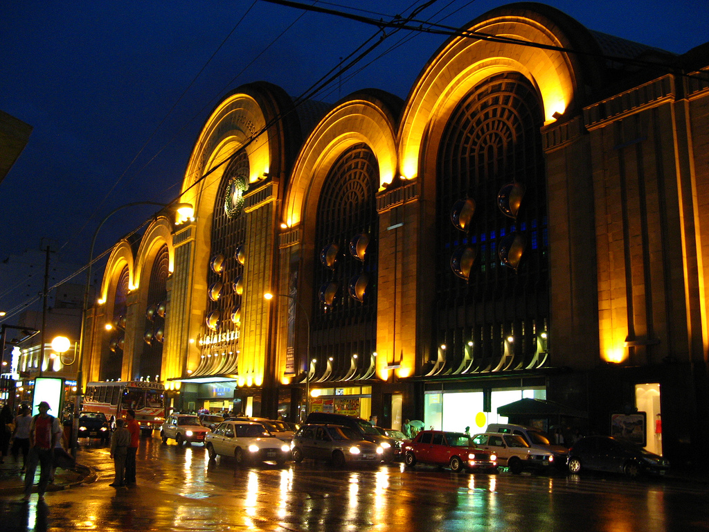 http://1.bp.blogspot.com/-sYlDzLBYfBw/TfOIZr_3fSI/AAAAAAAAAi4/T9J3zH3wrdE/s1600/Buenos_Aires_-_Avenida_Corrientes_-_Abasto_shopping.jpg