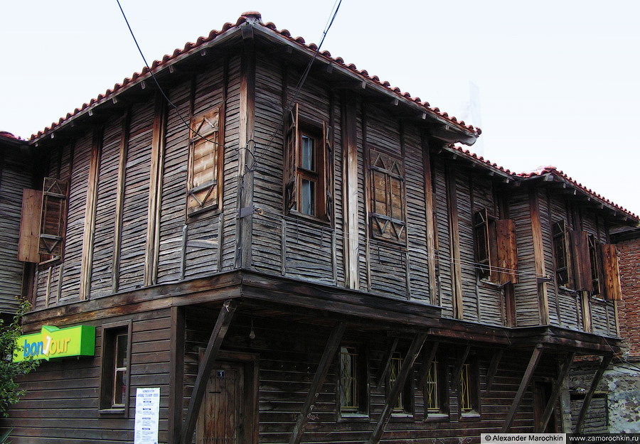 Типичная архитектура старого Созополя | Typical architecture of the old town of Sozopol