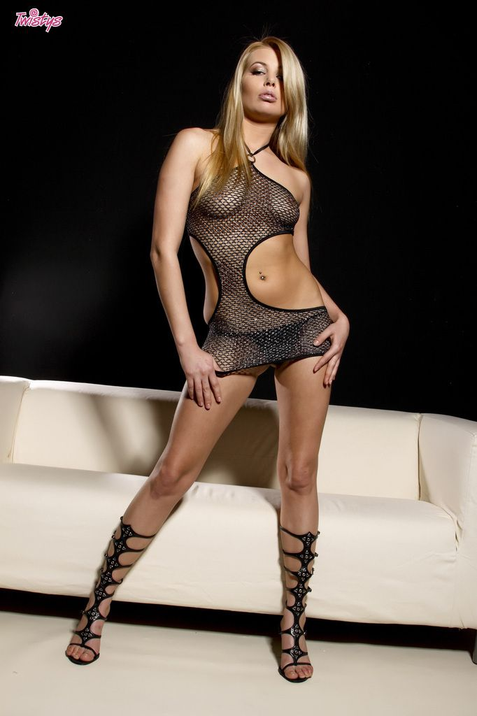 www.CelebTiger.com++Sexy+Model+Leany+In+Fishnet+See+Through+Dress+Nude+007 Leany Wearing A See Through Dress And Stripping Nude In Front Of Camera HQ Photo Gallery