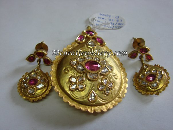 Antique Gold Locket 32gms Jewellery Designs