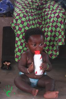 bambina africana appena nata