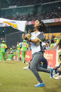 Genelia Cheering up Mumbai Heroes at CCL Spicy Cuteness at display