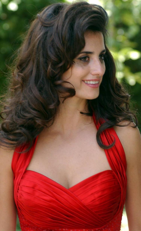 Fresh Look Celebrity Penelope Cruz Hairstyles 10