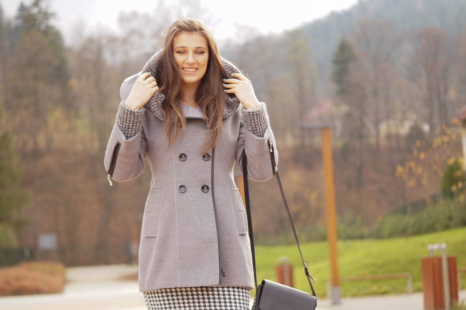 szary zimowy płaszcz